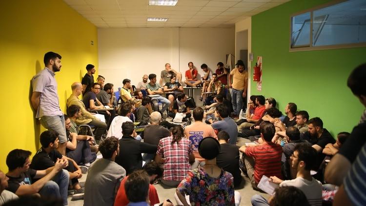 """Los ELVA (Encuentro Latinoamericano de Varones Antipatriarcales) son espacios de (des)educación contra la obligatoriedad de ser """"machos""""."""