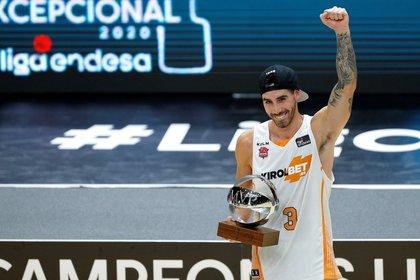 El base argentino del Baskonia, Luca Vildoza, fue nombrado el MVP de la final de la Liga Endesa (EFE/Manuel Bruque)