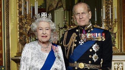 La reina Isabel II junto a su esposo Felipe