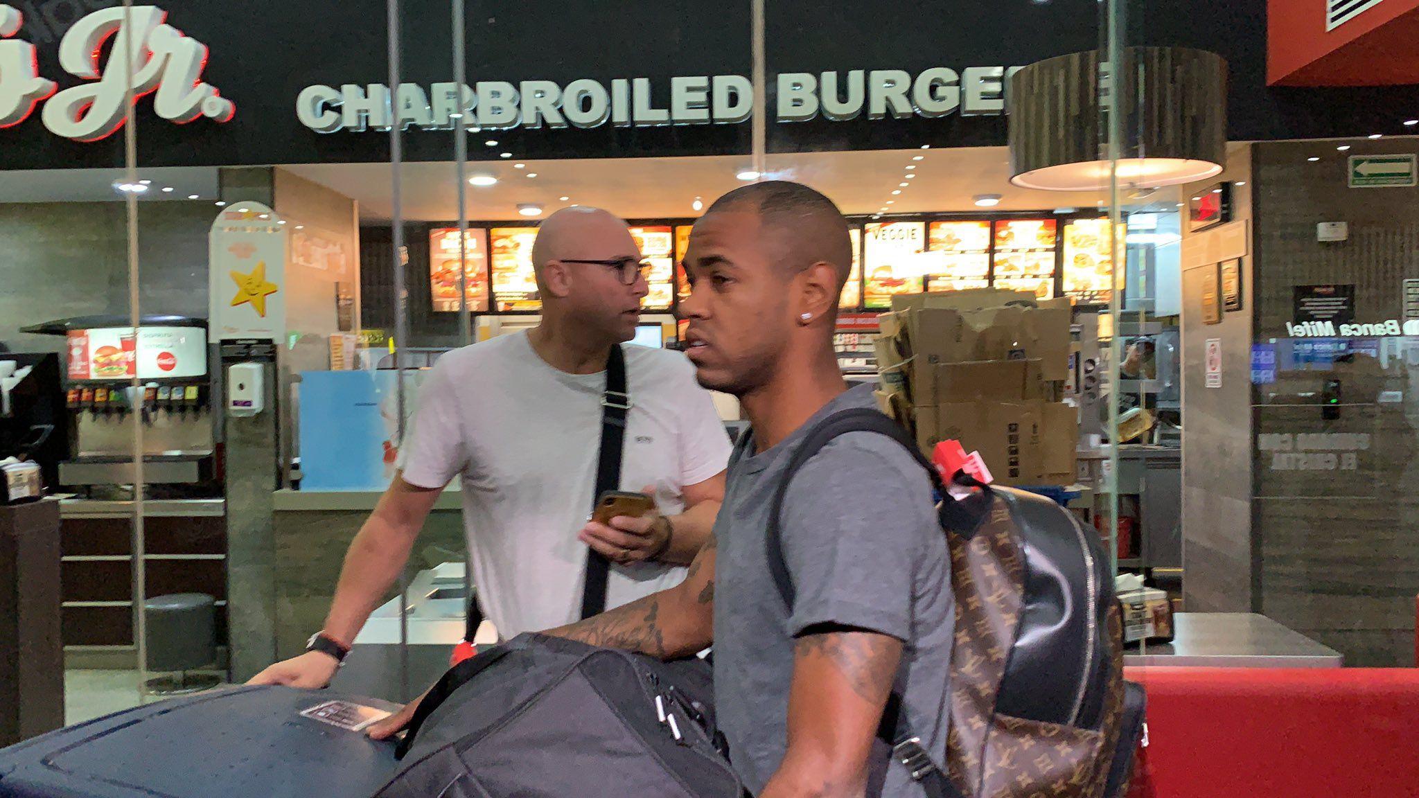 Rolán y su representante, Gerado Rabajda, llegaron a México el viernes pasado(Foto: Twitter)
