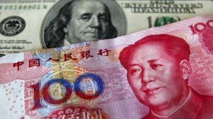 El yuan está en su nivel más bajo con respecto al dólar desde 2008 (Reuters)