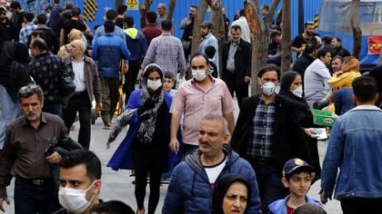 Los mercados y bazares continúan con intenso movimiento pese a la pandemia (AFP)