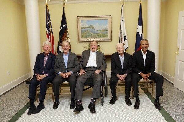 Los cinco ex mandatarios en una imagen histórica