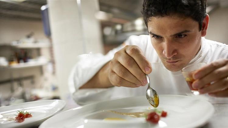 Nacido en La Plata, Colagreco se mudó a Francia para conocer un poco más sobre la gastronomía francesa