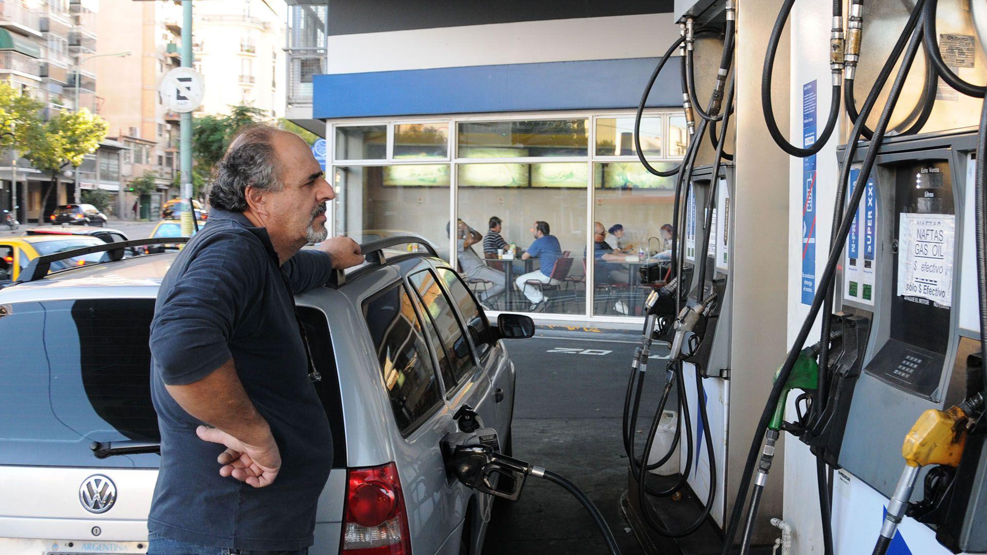 La intención del Gobierno es que cada estacionero decida si lo implementa o no, sin ser obligatorio (foto de archivo)