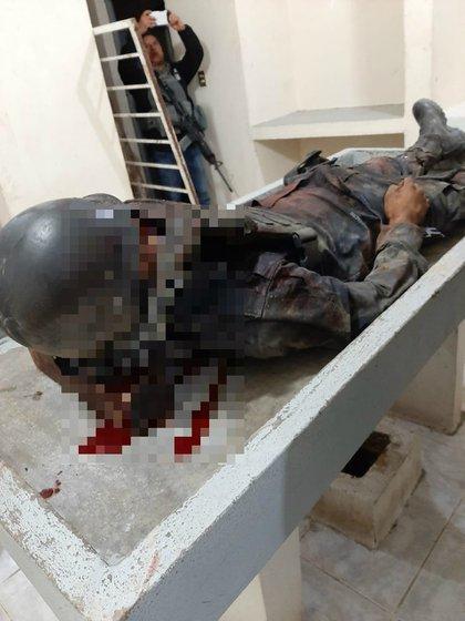 Así quedó otro de los policías estatales de Oaxaca acribillados (Foto: Cortesía