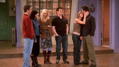 Rachel, Ross, Chandler, Phoebe y Mónica se despiden del departamento que fue escenario del exitoso show