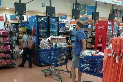 Compras de pánico ante ley seca (Foto: Twitter / @LocuraAlMomento)
