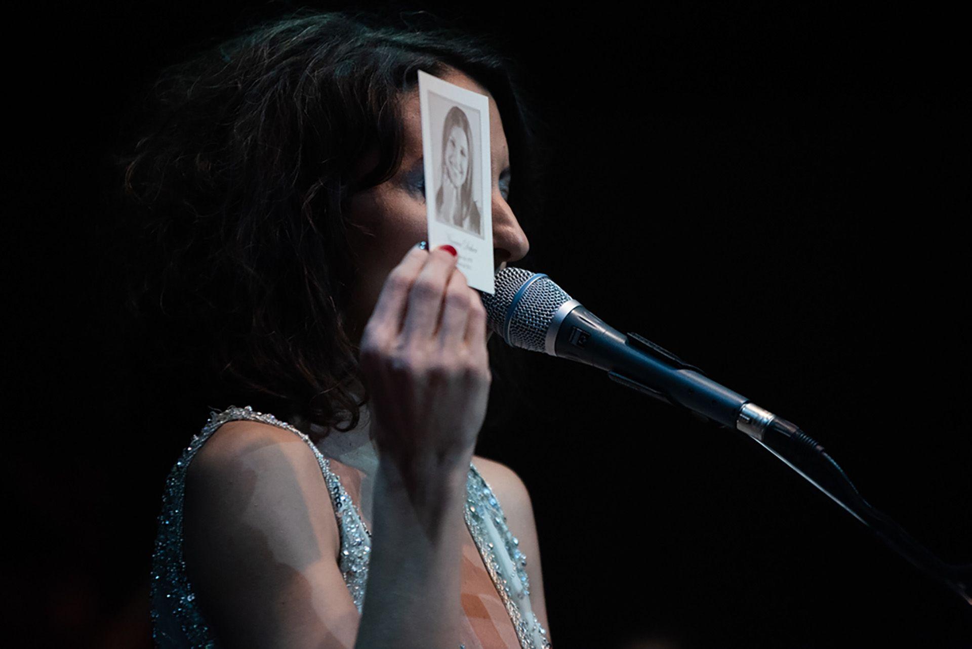 Sumaia presentó su obra en melodías llenas de sentimientos y homenajes que conmovieron a los presentes