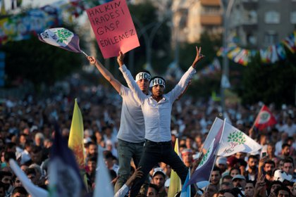 Manifestantes del partido prokurdo HDP (Reuters)