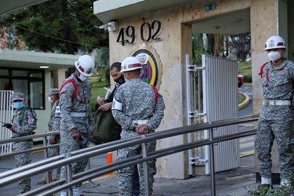 Miembros de la Armada Nacional en el Hospital Militar de Bogotá. Foto: Colprensa.