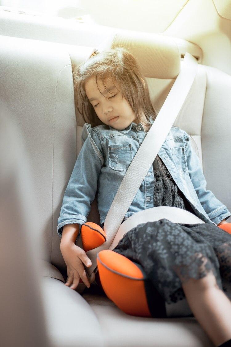 """Según un estudio realizado en todo el Observatorio Vial de la Agencia Nacional de Seguridad Vial (ANSV), entre conductores y pasajeros de autos y motos, """"siete de cada diez menores de 0 a 17 años circulan desprotegidos porque no utilizan cinturón o silla, o porque lo hacen de manera incorrecta"""" (Shutterstock)"""