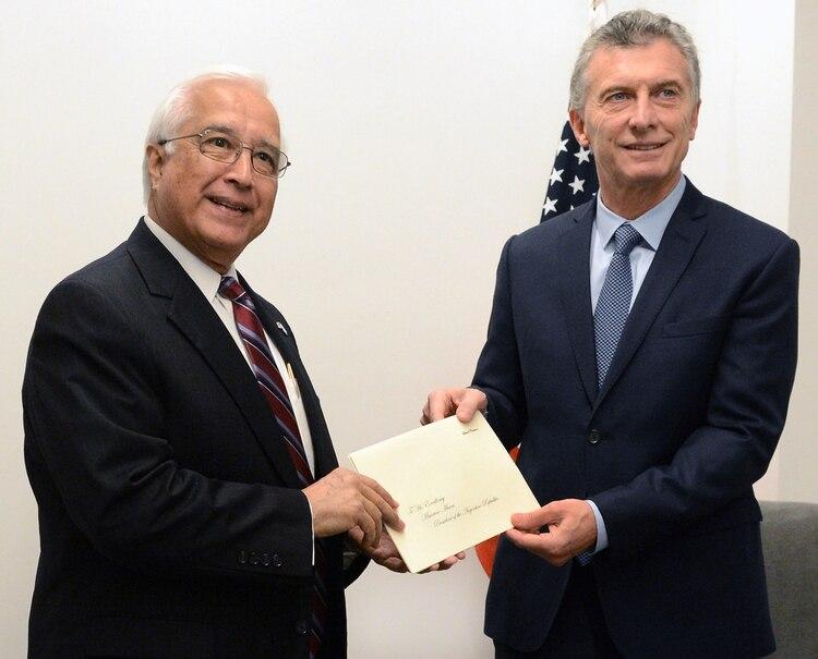 Edward Prado junto a Mauricio Macri