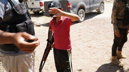 Autodefensas de Tepalcatepec: jóvenes armados patrullan el corazón de la Tierra Caliente de Michoacán