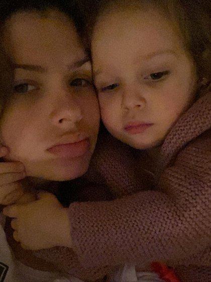 Junto a su hija