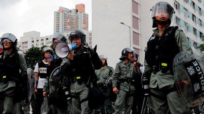 Miembros de la policía anti disturbios de Hong Kong. (Reuters)