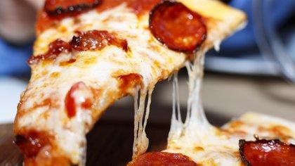 Al margen de la cantidad de queso que pueda tener, el borde siempre será una parte codiciada por muchos