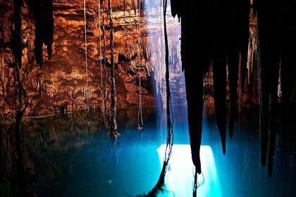 El cenote Holtún está en Chichén Itzá a 2.6 km al noroeste del templo de Kukulkán (Foto: Karla Ortega. Proyecto Gran Acuífero Maya)