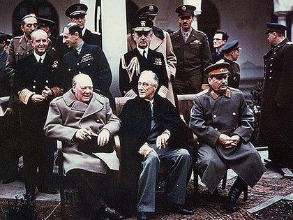 Cumbre entre Franklin D. Roosevelt, Joseph Stalin y Winston Churchill en Yalta, en 1945. El paso previo a la decisión de juzgar a los nazis