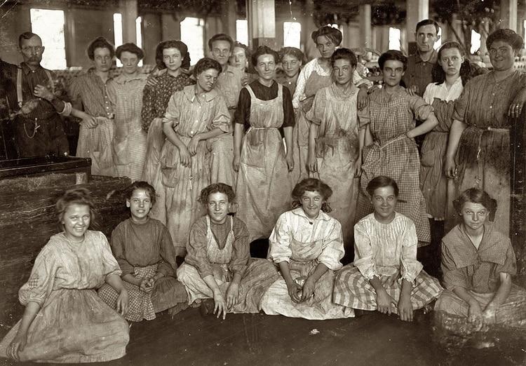 En 1910, durante la Segunda Conferencia Internacional de Mujeres Trabajadoras celebrada en Copenhague (Dinamarca) más de 100 mujeres aprobaron declarar el 8 de marzo como Día Internacional de la Mujer Trabajadora.
