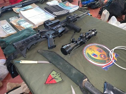 Confiscación de armas y objetos tras el operativo en Concepción (EFE / Presidencia Paraguay)