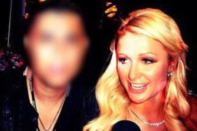 """The story behind the photo of the """"Chinese Anthrax"""" with Paris Hilton thumbnail"""