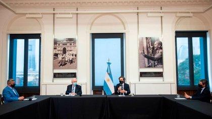 Imagen de la reunión entre el gobierno y la AFA, con Santiago Cafiero, Ginés González García, Matías Lammens, Chiqui Tapia y  Víctor Blanco(@AFA)