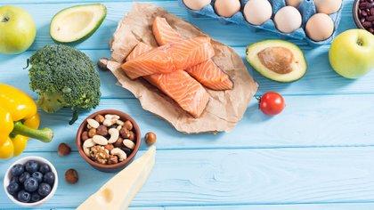 Una dieta baja en hidratos de carbono es recomendable, más allá de para perder peso, para una alimentación saludable (Shutterstock)