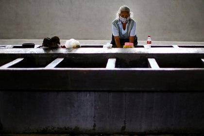 Las camas equipadas con ventilador, para pacientes graves, suman 10,469 en los hospitales del país (Foto: Reuters/Edgard Garrido)