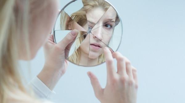 Son muchos los casos de personas esquizofrénicas con recaídas y falta de adherencia al tratamiento (Getty)