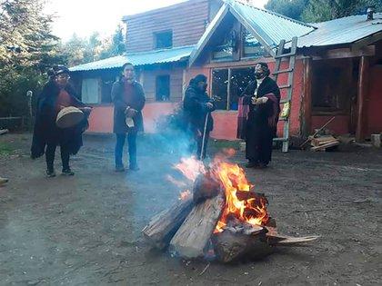 La comunidad mapuche Lof Paichil Antriao ocupa los terrenos de una hostería
