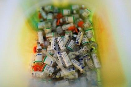 Algunas vacunas requieren múltiples dosis, administradas con semanas o meses de diferencia  REUTERS/Agustin Marcarian