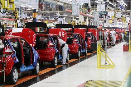 La industria automotriz tuvo una caída de 17% en 2020 según la UIA. (Foto: EFE)