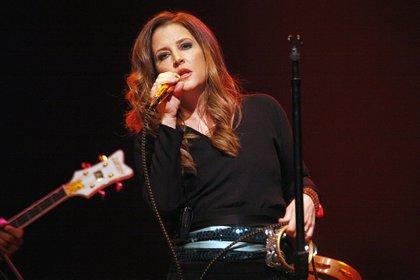 Tras el divorcio, Lisa Marie continuó con su vida y en 2003 presentó su primer disco. En la imagen, durante un concierto en Atlantic City en 2012 (Shutterstock)