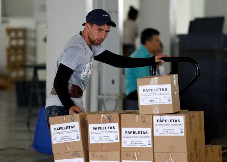 Preparación de las elecciones del domingo (REUTERS/Luis Echeverria)