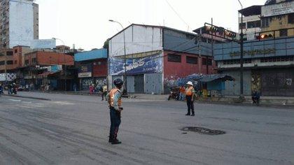 En Caracas, hay varias calles y avenidas cortadas por barricadas
