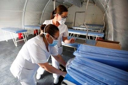 El cuestionario ayuda a desahogar la saturación de clínicas y hospitales de personas que creen que portan el coronavirus (REUTERS/Leonardo Munoz)
