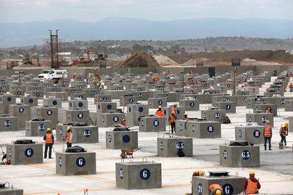 Al  18 mil 653 civiles y más de 1,000 militares laboran en el megaproyecto (Foto; REUTERS/Henry Romero)