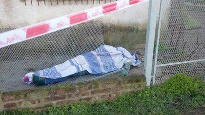 El cuerpo de una de las víctimas de la explosión en la escuela de Moreno