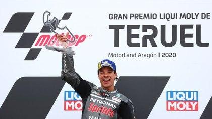 Franco Morbidelli celebra su victoria en el Gran Premio de Teruel en la Ciudad del Motor de Aragón, en Alcaniz, provincia de Teruel, Aragón, España, el 25 de octubre de 2020. REUTERS/Sergio Pérez