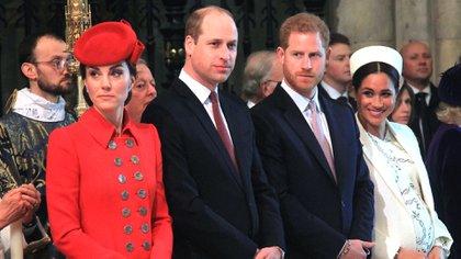 Los hijos de Camilla estuvieron invitados a las bodas de Kate y Williams y Harry y Meghan, aunque no mantienen una estrecha amistad con los royals (Shutterstock)