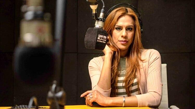 Diana Zurco tiene 40 años y fue la primera locutora trans egresada del ISER.