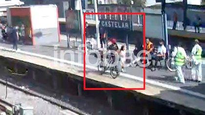 10:29 del lunes: Maia y Savanz en el andén de la estación Castelar.