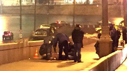 Nemtsov fue asesinado a tiros en un puente de Moscú cerca del Kremlin el 27 de febrero de 2015 (AP)