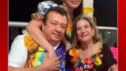 Eduardo Pulgar y Margarita Cabello en lo que parece una celebración de Carnaval de Barranquilla. Foto: Twitter de Daniel Coronell
