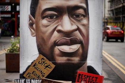 Mural de George Floyd en Manchester (Foto: REUTERS/Phil Noble)
