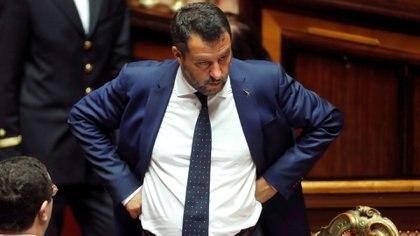 El ministro del Interior y viceprimer ministro de Italia, Matteo Salvini, observa cómo el Gobierno de Italia se enfrenta al voto de confianza del Senado sobre el decreto de seguridad e inmigración en Roma, Italia, el 5 de agosto de 2019 (Reuters/ Remo Casilli).