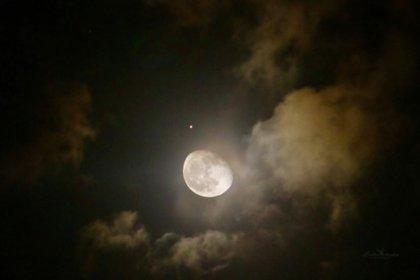 Imagen de la conjunción entre la Luna y Marte desde Cozumel, Quintana Roo (Foto: Linda Meléndez)
