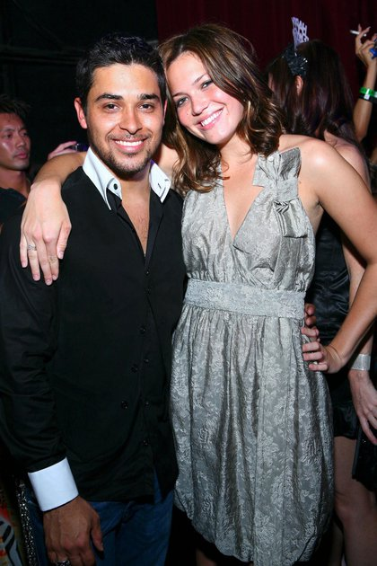 Mandy Moore y Wilmer Valderrama en 2006 (Crédito: Shutterstock)
