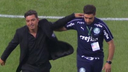 El abrazo de los DT: la devoción de Ferreira hacia Gallardo llamó la atención en el epílogo de la semifinal
